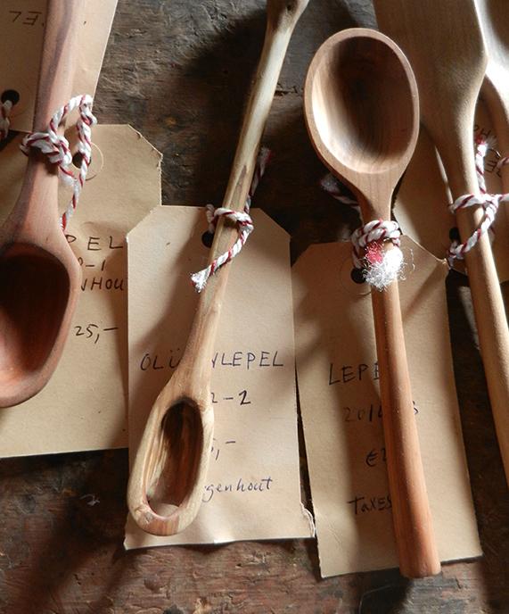 Houten lepels van verschillend formaat, kleur en vorm. met de hand gemaakt.